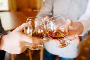 Conoce las Bebidas Alcohólicas que Ayudan a Bajar de Peso